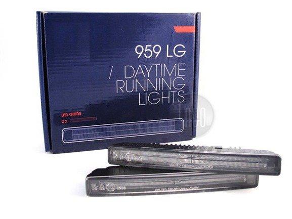 Światła dzienne DRL świecą linią światła GUIDE LED